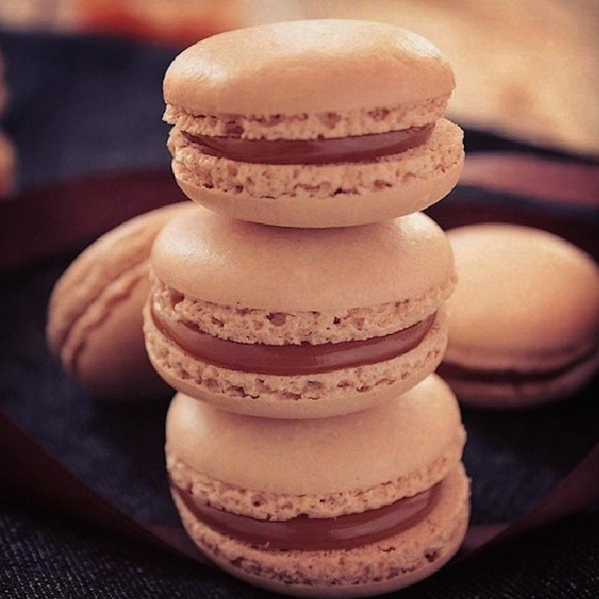 Macarons au Coulis de caramel au beurre Salé